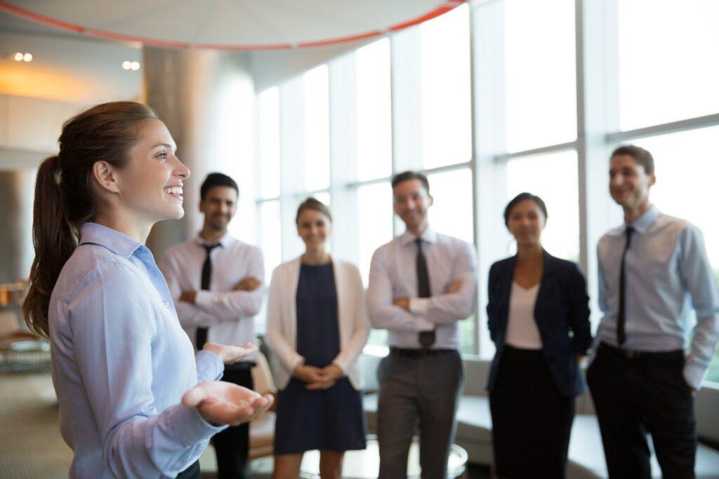 Jak skutecznie zarządzać zespołem w czasach online?